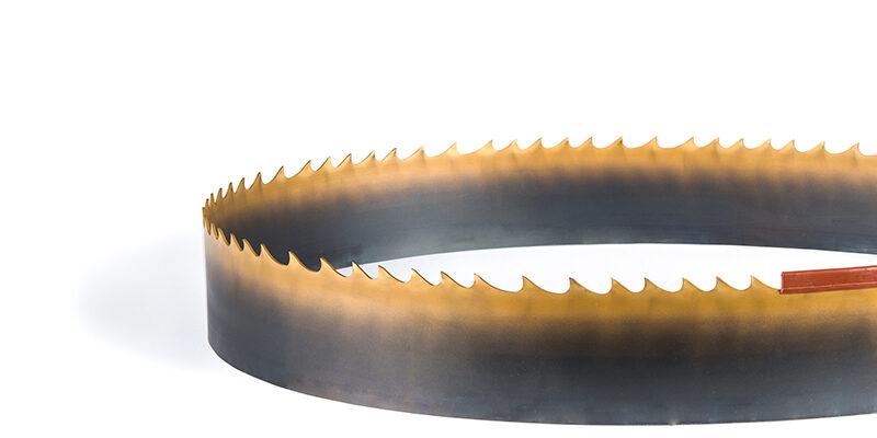 [:nl]DoALL TiN Gecoate Bi-Metaal lintzaag [:en]Picture of sawing with the Silencer GP Bi-Metal band saw blade[:]